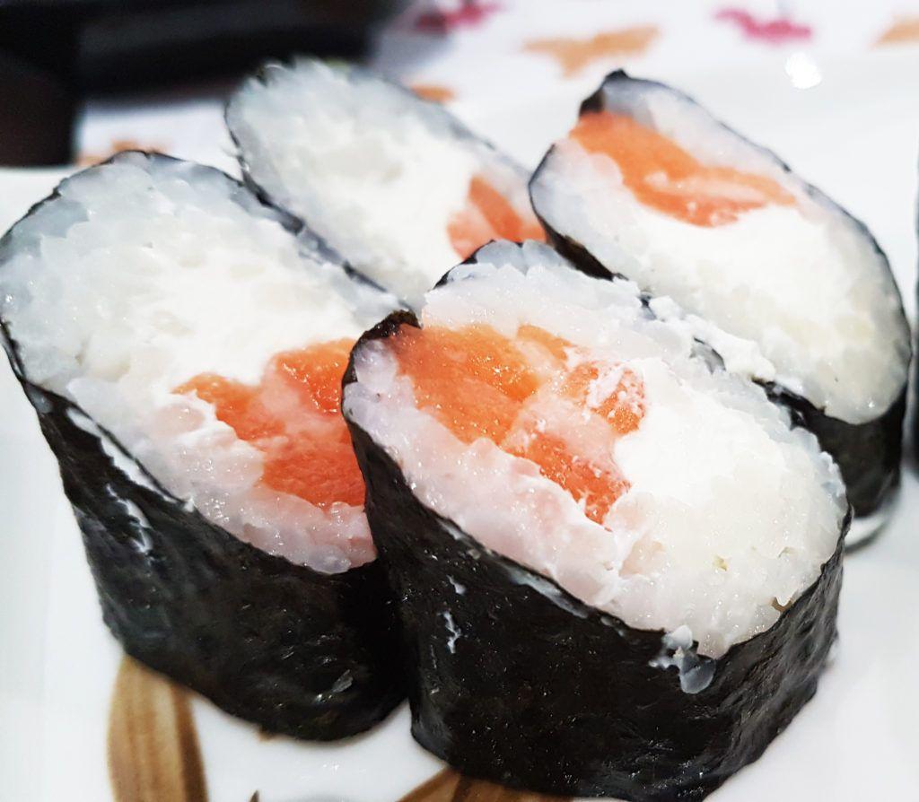 Makis de salmón con philadelphia - GO Sushing