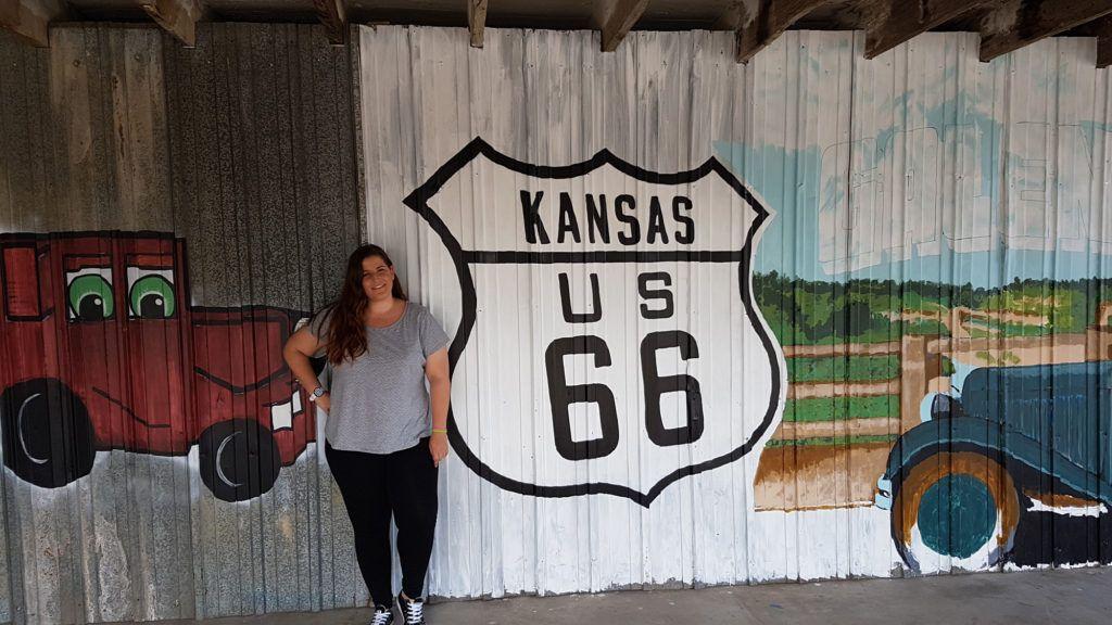 Etapa 4 de la Ruta 66: Divertidos carteles sobre Kansas