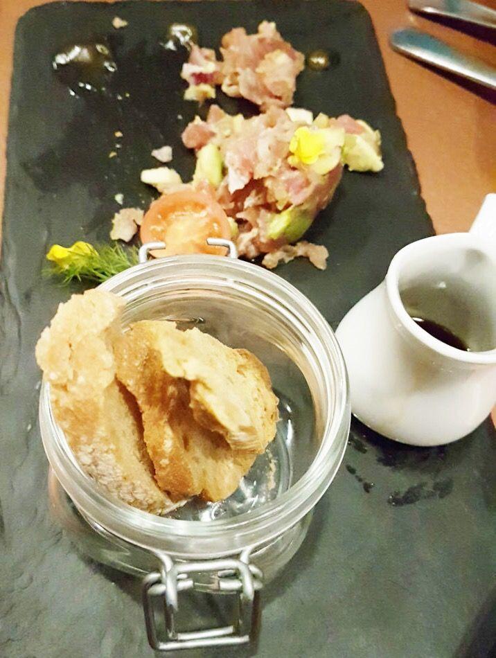 Deliciosos daditos de atún marinados en soja con manzana y aguacate - Rte. VIana