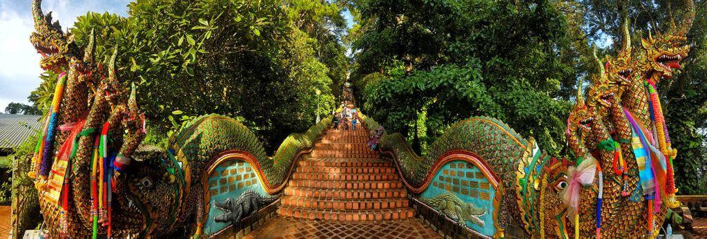 Guía de Tailandia: escaleras hacia el templo de Doi Suthep en Chiang Mai