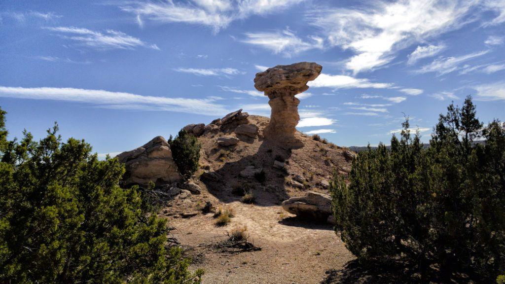 De vuelta a Santa Fe desde Taos está la Camel Rock