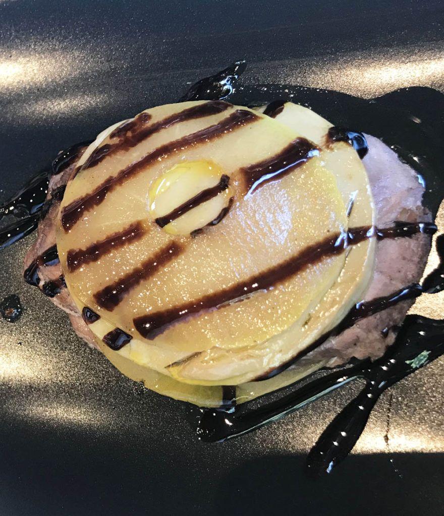 Deliquio: Timbal de foie micuit, manzana y solomillo de cerdo ibérico