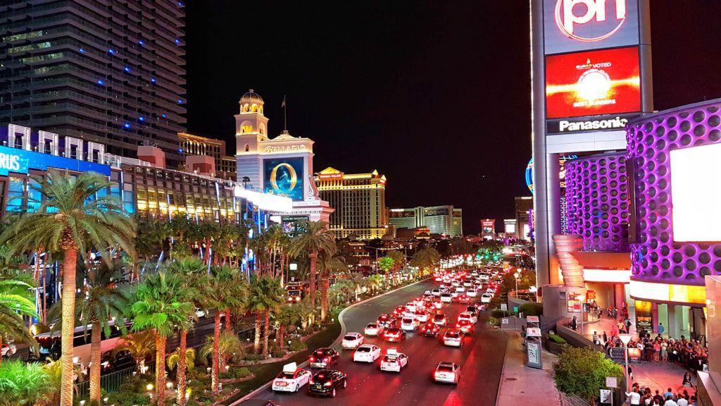 Vista nocturna del Strip - - Qué hacer en Las Vegas