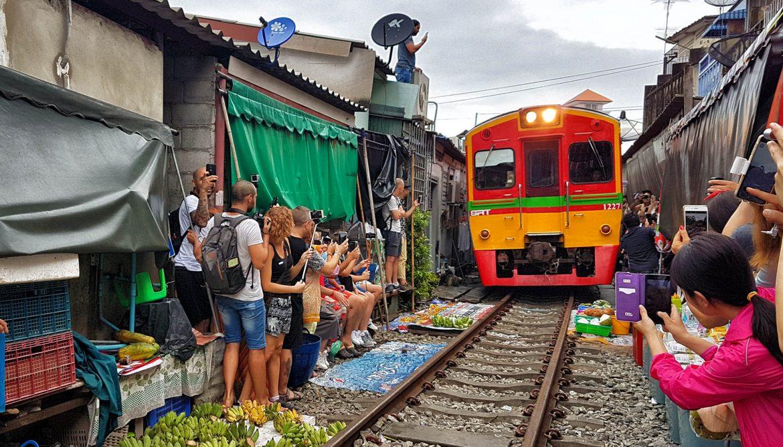 Mercado Sobre Las Vias Del Tren Como Llegar Horarios Video