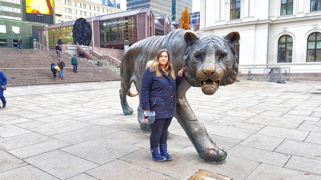 Qué ver en Oslo - Estatua del Tigre de la Estación Central de Oslo