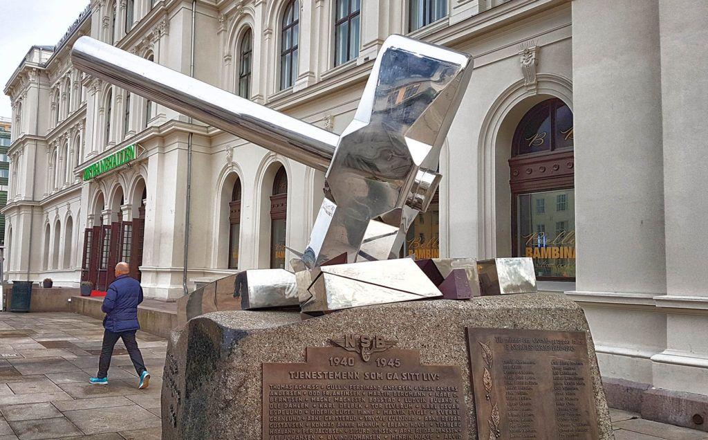 Qué ver en Oslo - Estatua de la Estación Central de Oslo