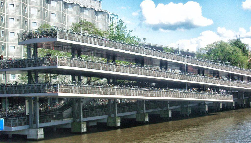 Qué ver en Amsterdam: Parking de bicis gigante