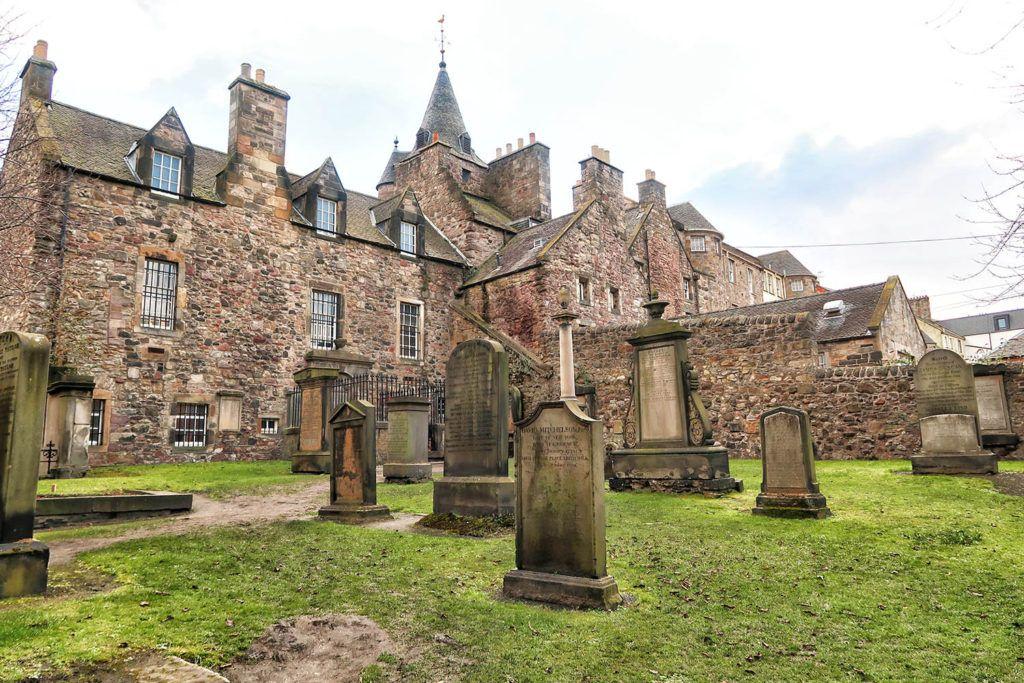 Qué ver en Edimburgo: Canongate Kirkyard