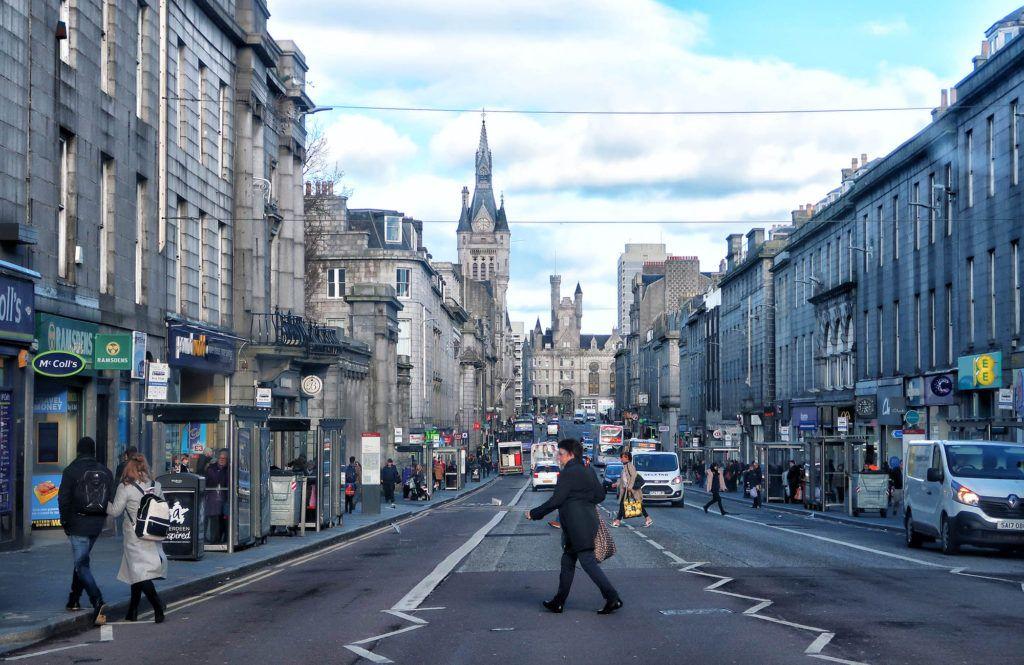 Ruta por Escocia en coche: Union Street en Aberdeen