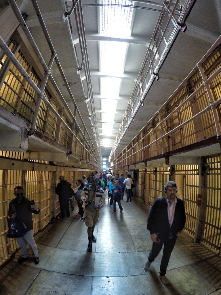 Visitar Alcatraz: galería principal de la prisión