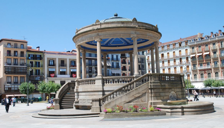 Resultado de imagen de plaza del castillo pamplona
