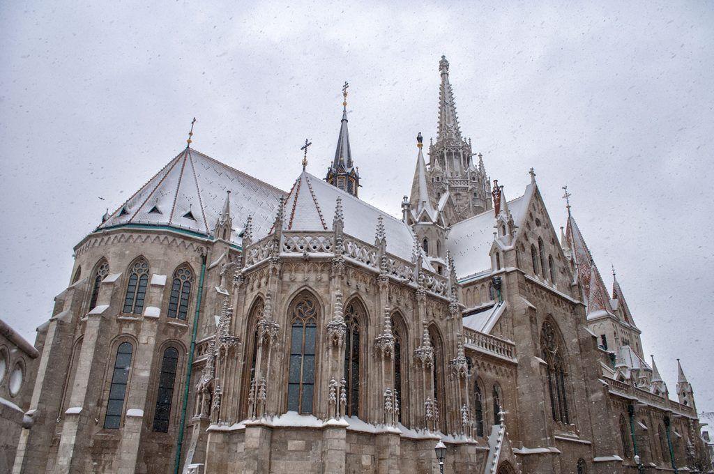 Qué ver en Budapest: Iglesia de Matías nevada
