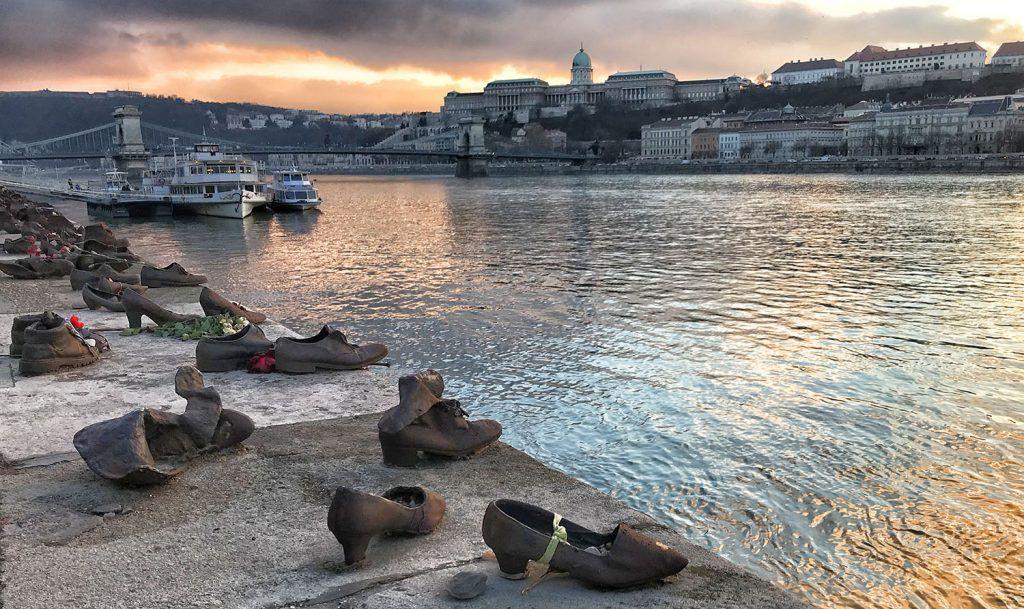 Qué ver en Budapest: Monumento de los Zapatos