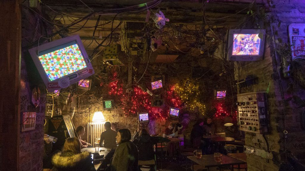 Qué ver en Budapest: Szimpla Kert - Imprescindibles en Budapest
