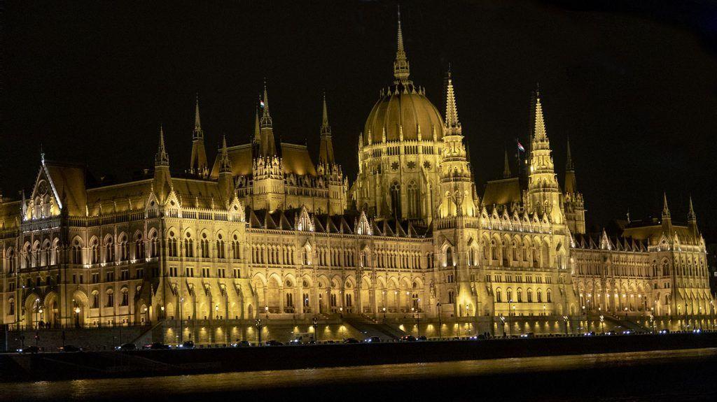 Qué ver en Budapest: Parlamento de Budapest de noche