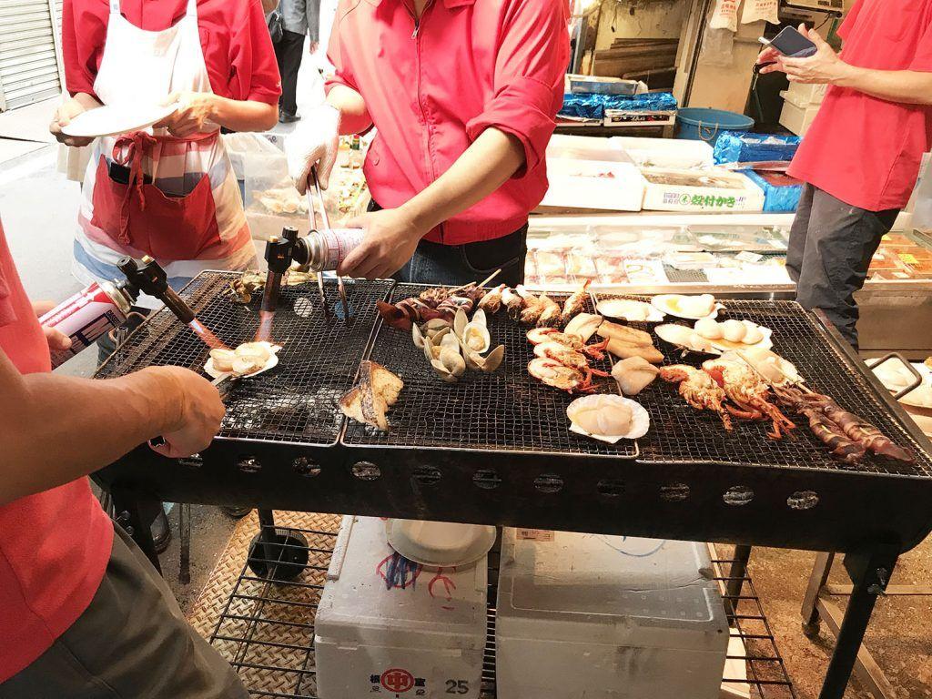 Qué ver y hacer en Chuo: Comida en Tsukiji Fish Market