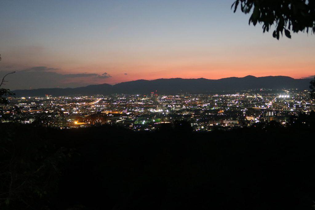 Qué ver en Kioto: Kioto de noche desde Fushimi Inari