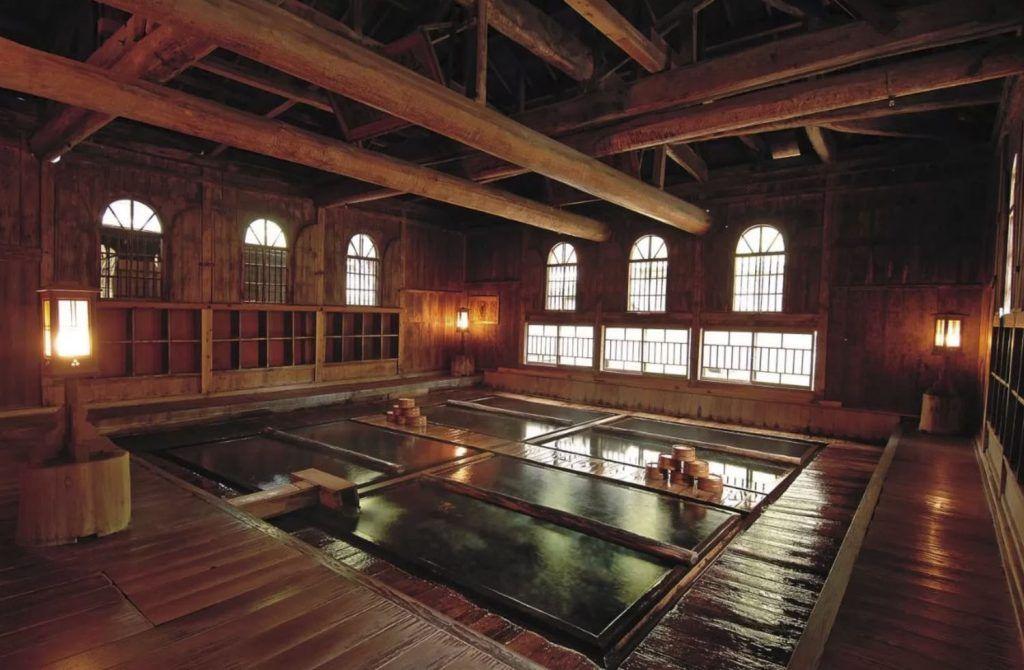 Dormir en un ryokan en Japón: Houshi Onsen Chojukan