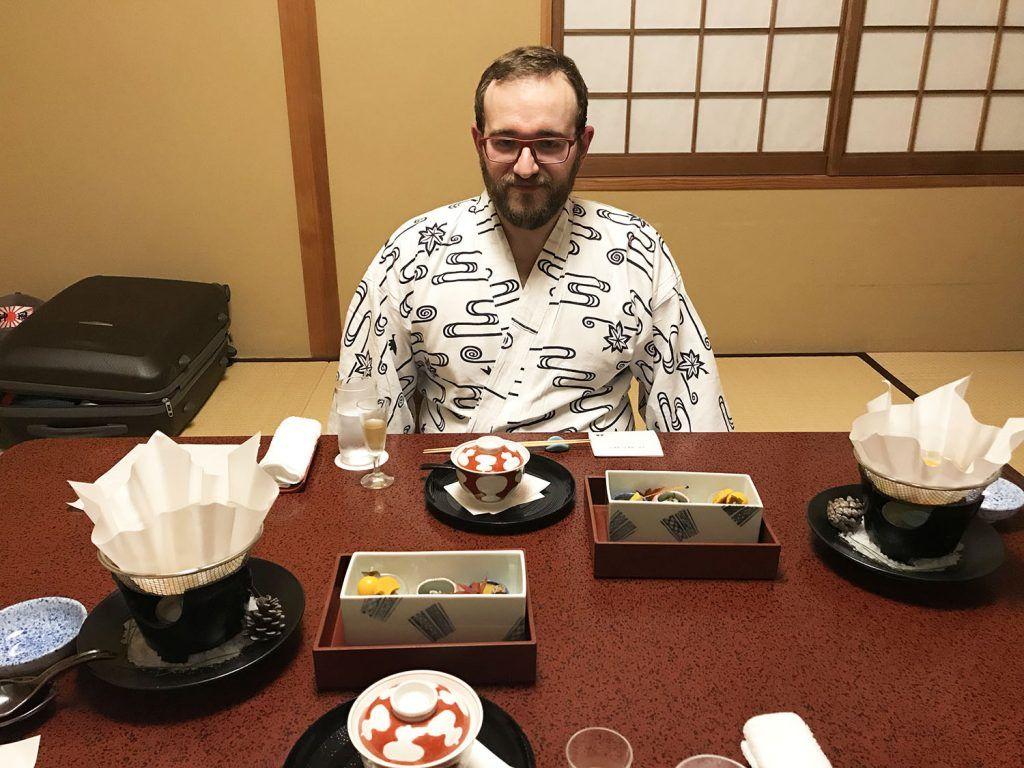 Dormir en un ryokan: cena en la habitación del Iwaso