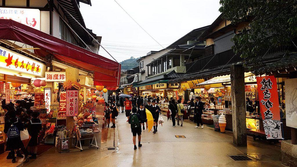 Qué ver en Miyajima: Calle Omotesando