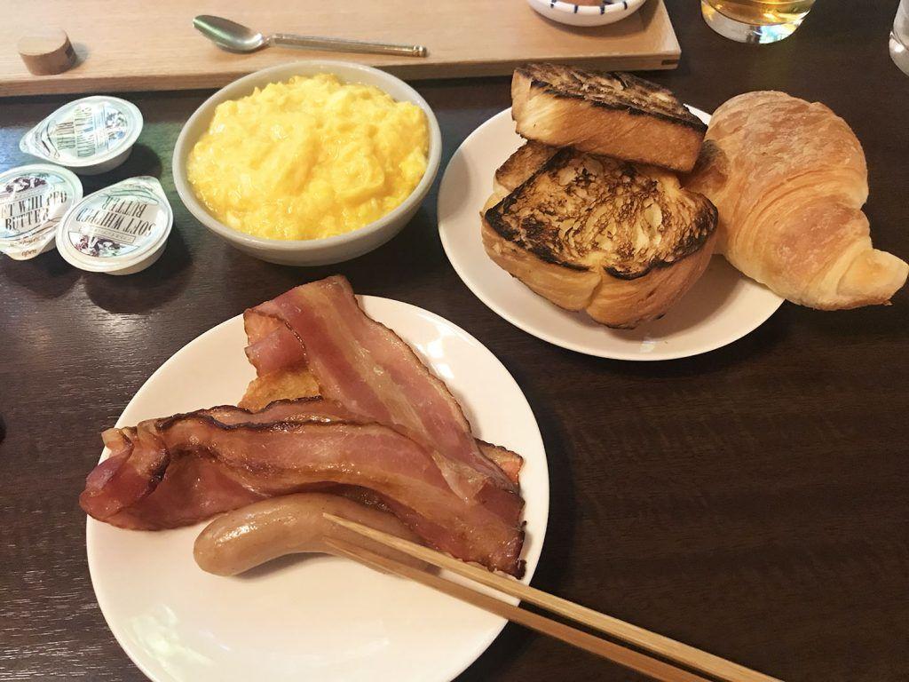 Desayuno occidental en el Iwaso