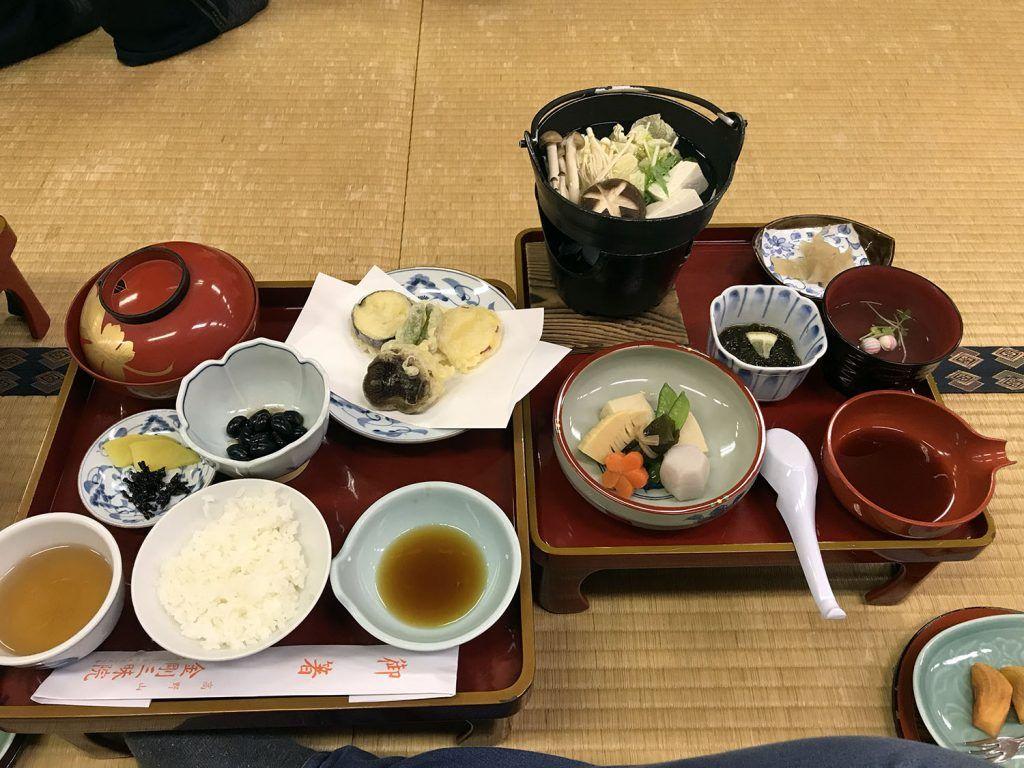 Cena en un templo budista