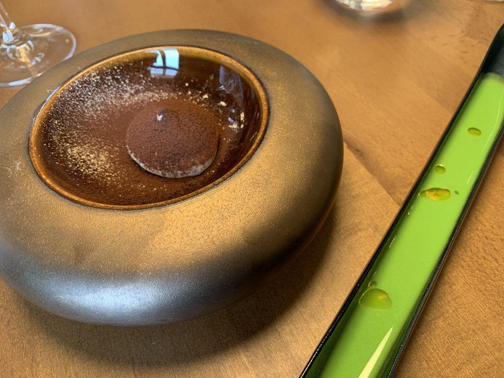 Retama: sopa de aceituna y cremoso de foie