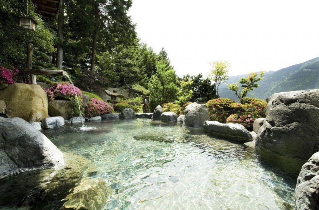 Onsen exterior del Yunoshimakan - 15 cosas que nos debes hacer nunca en Japón