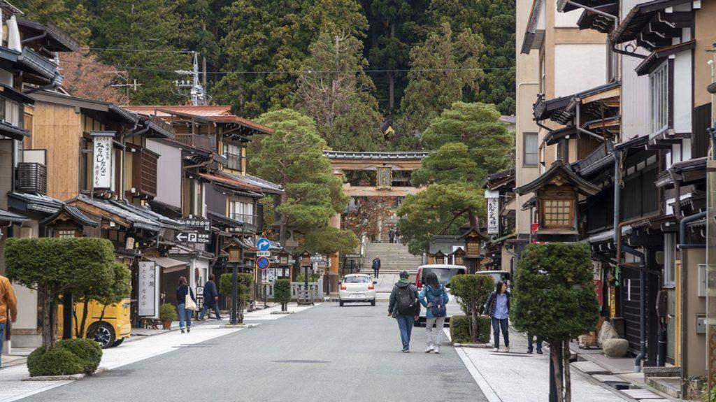 Qué ver en Takayama: Camino al Sakurayama Hachimangū - mejor época para viajar a Japón