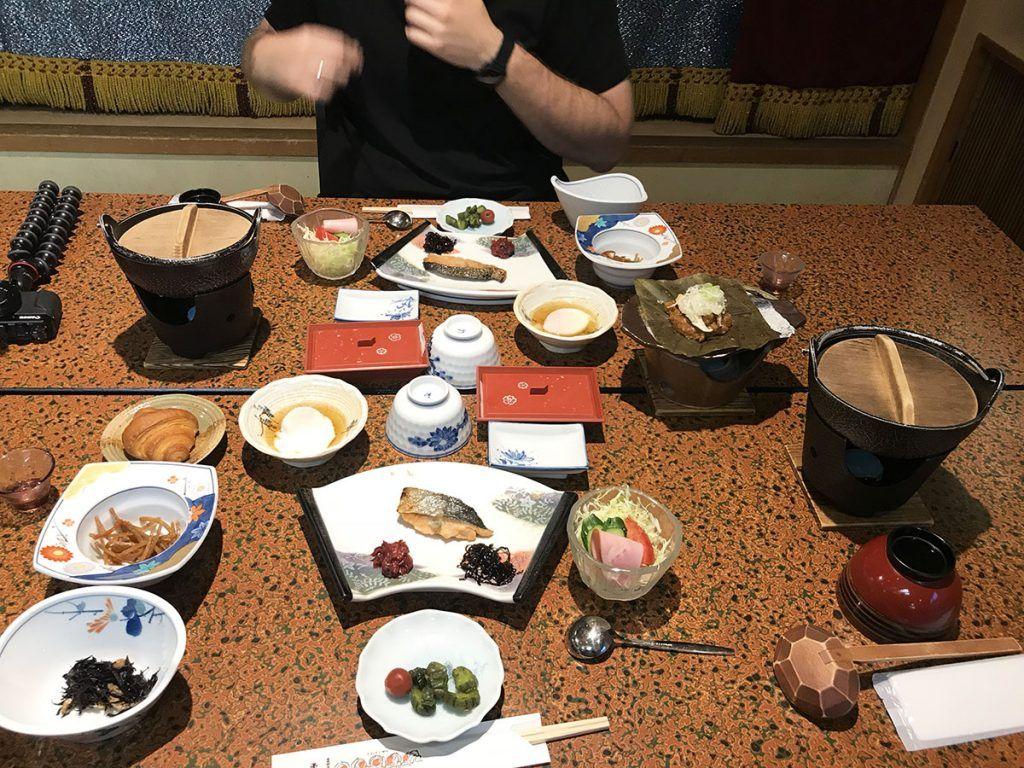 El desayuno en el Hiratakan - dónde comer en Japón