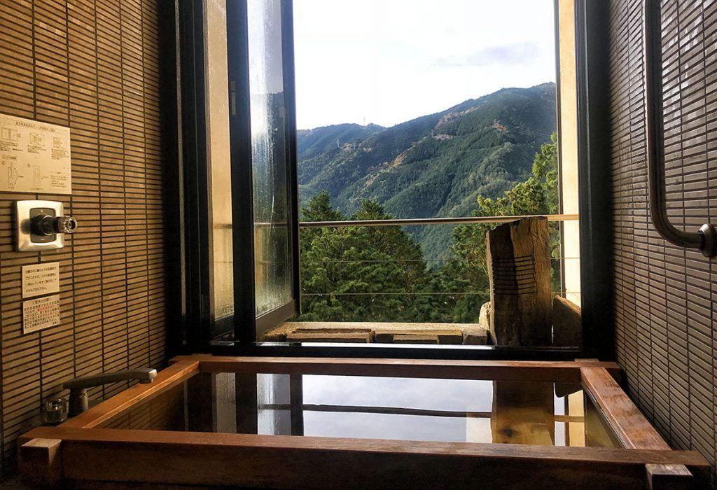 Onsen en la habitación de Yunoshimakan