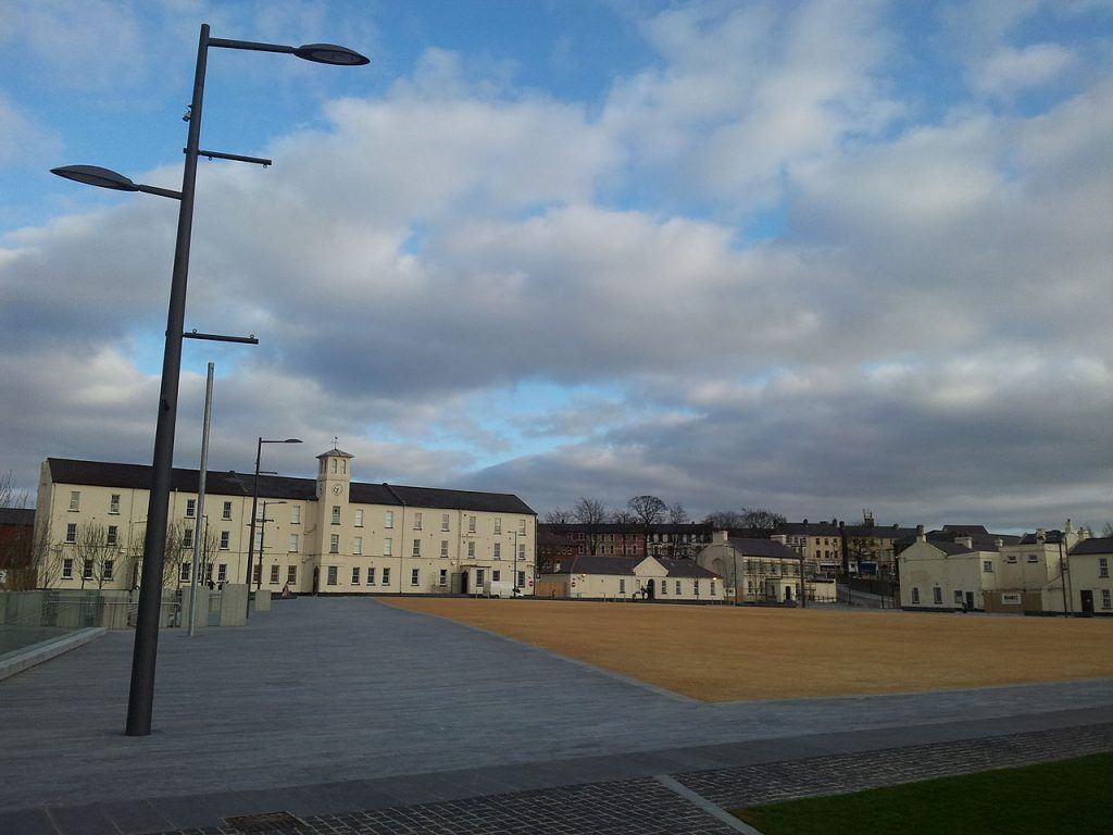 Qué ver en Derry: Ebrington Square