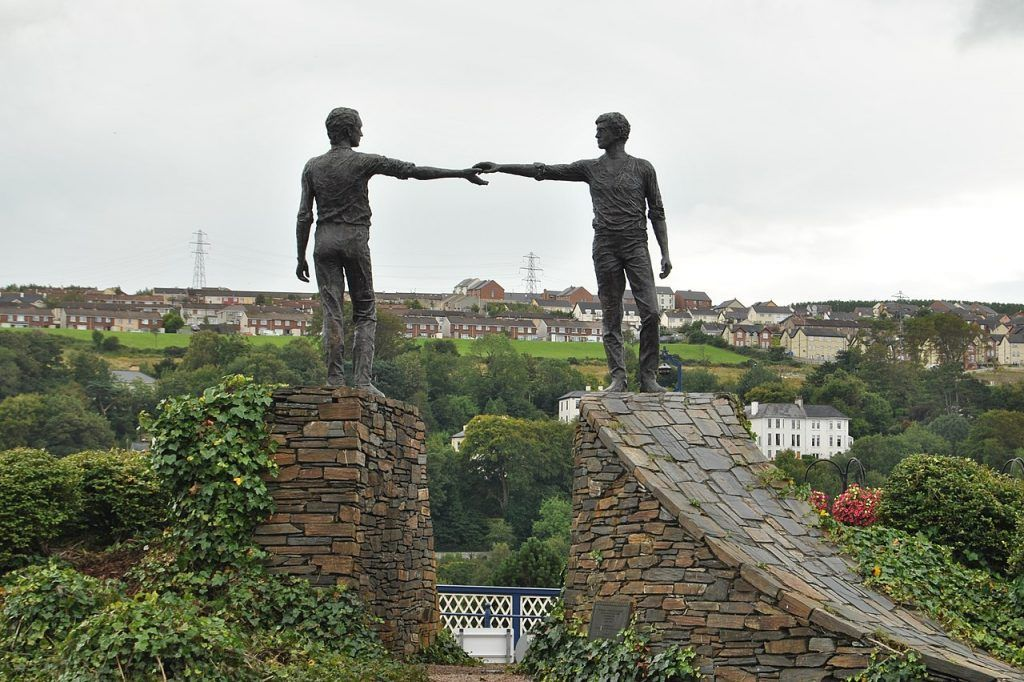 Qué ver en Derry: Monumento Hands Across the Divide