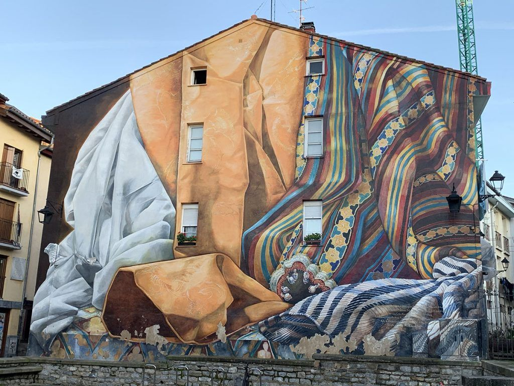 Qué ver en Vitoria: Mural en la Plaza de las Burullerías