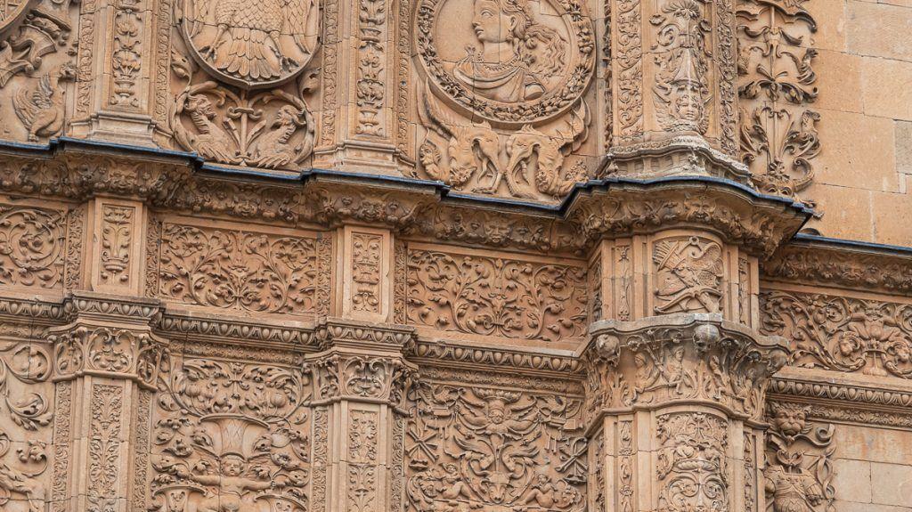 Qué ver en Salamanca: La rana en la fachada de la Universidad