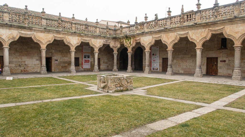 Qué ver en Salamanca: Patio de las Escuelas Menores