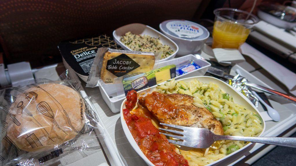 Viajar a Nueva Zelanda desde España: la comida de nuestro vuelo con Emirates