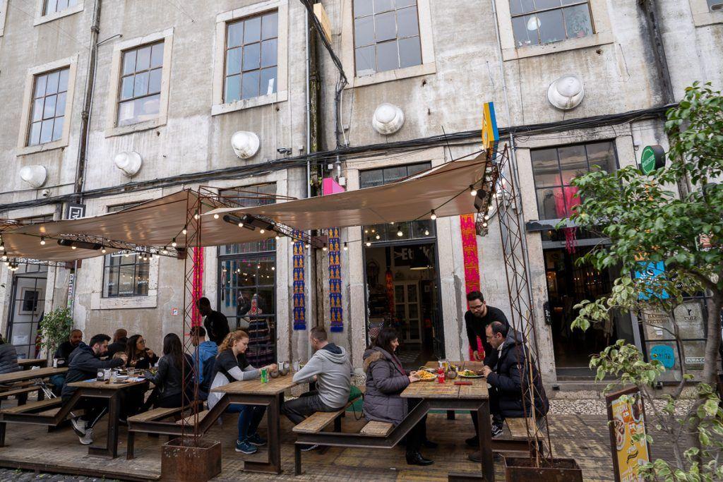 Qué ver en Lisboa: LxFactory - dónde dormir en Lisboa