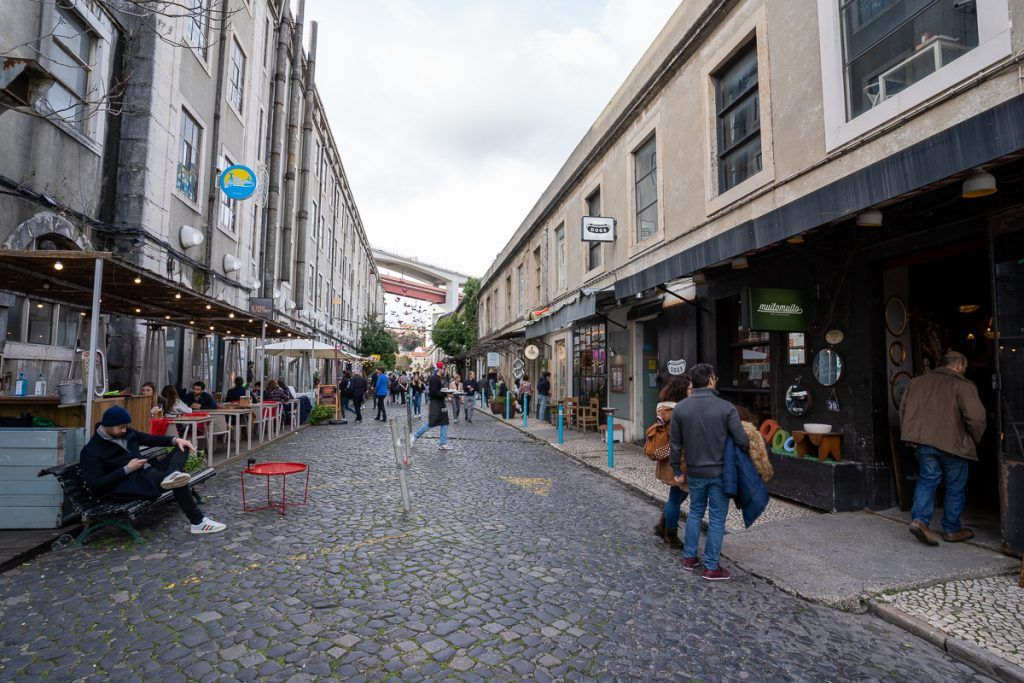Qué ver en Lisboa: LxFactory - imprescindibles en Lisboa - dónde dormir en Lisboa