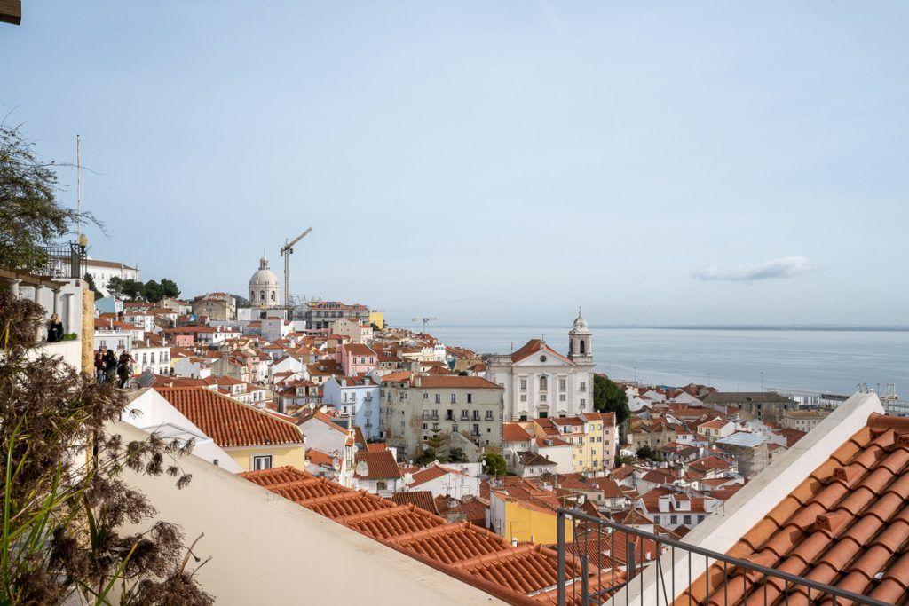 Qué ver en Lisboa: mirador de Santa Luzia - lisboa card