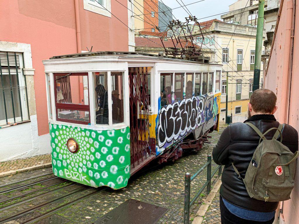 Qué ver en Lisboa: elevador da Gloria - dónde dormir en lisboa