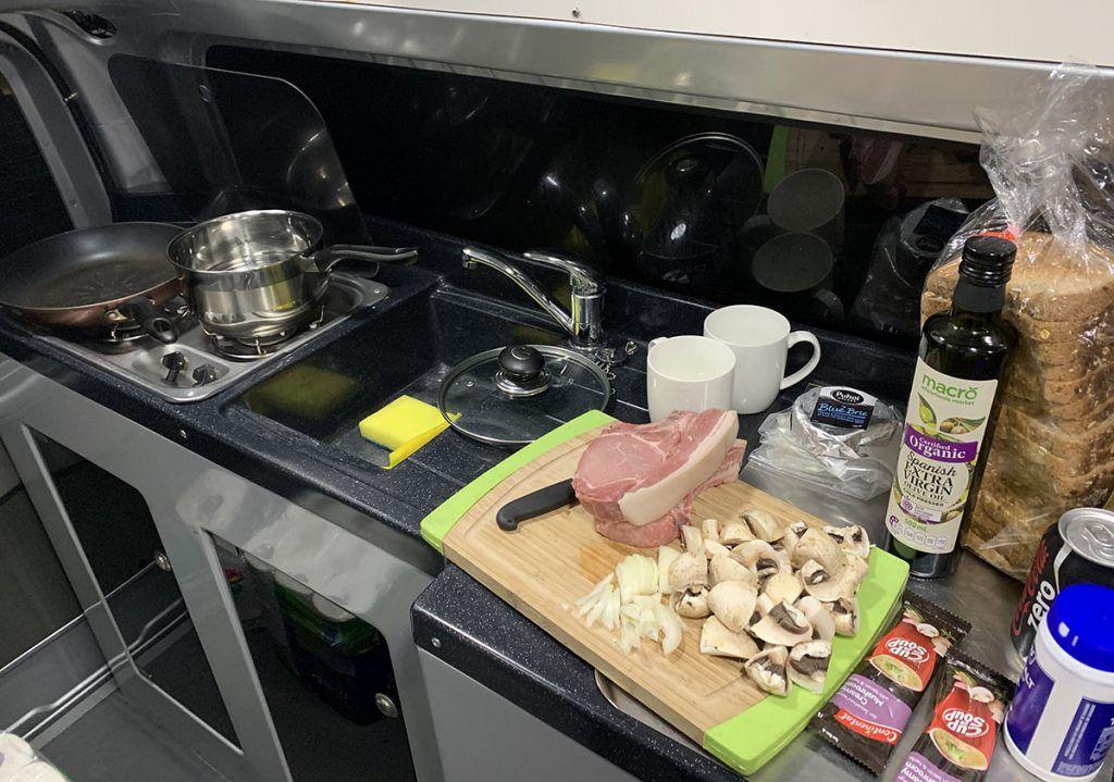 Etapa 4 por NZ entre Wellington y Nelson Lakes: cocinando en Justina