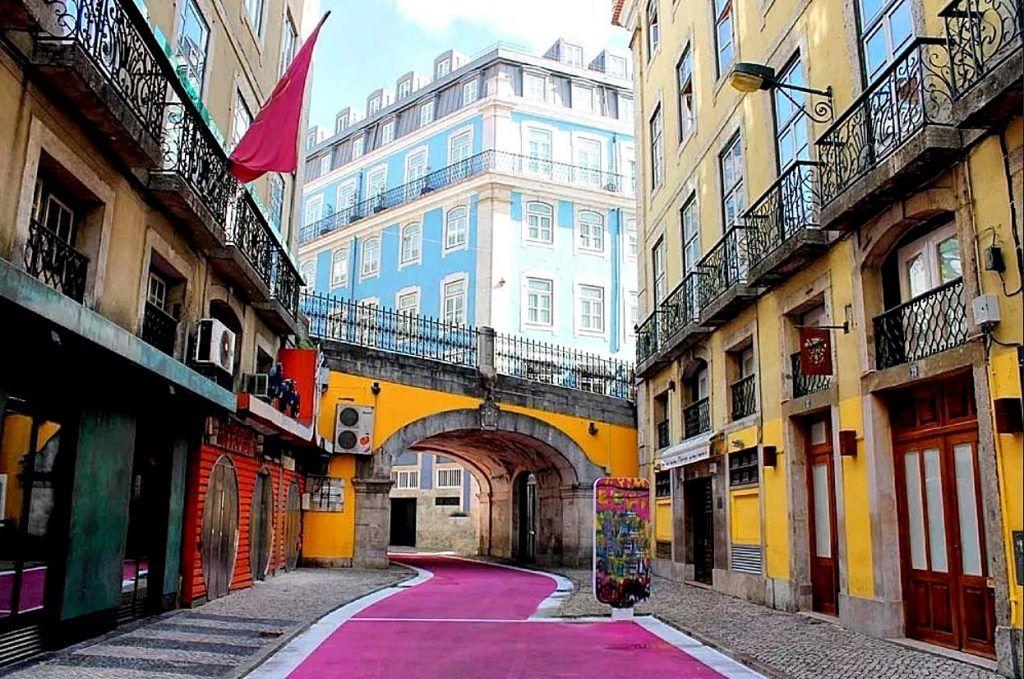 Qué ver en Lisboa: rua Nova do Carvalho - dónde dormir en Lisboa