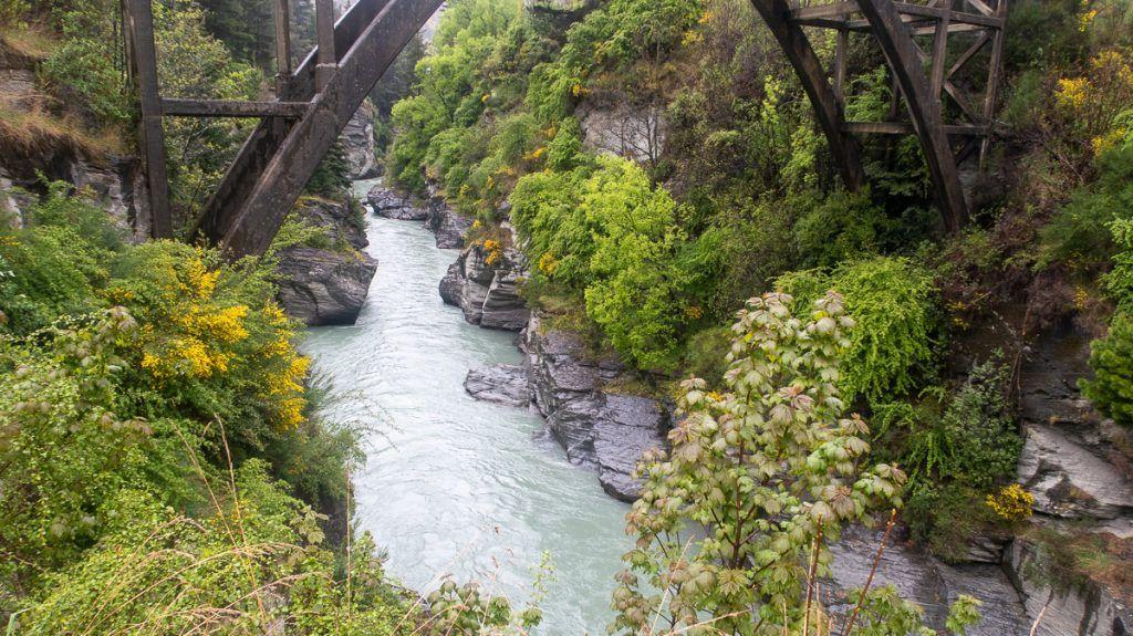 Etapa 8 por NZ desde Wanaka a Glenorchy: la garganta por la que pasa el Shotover Jet