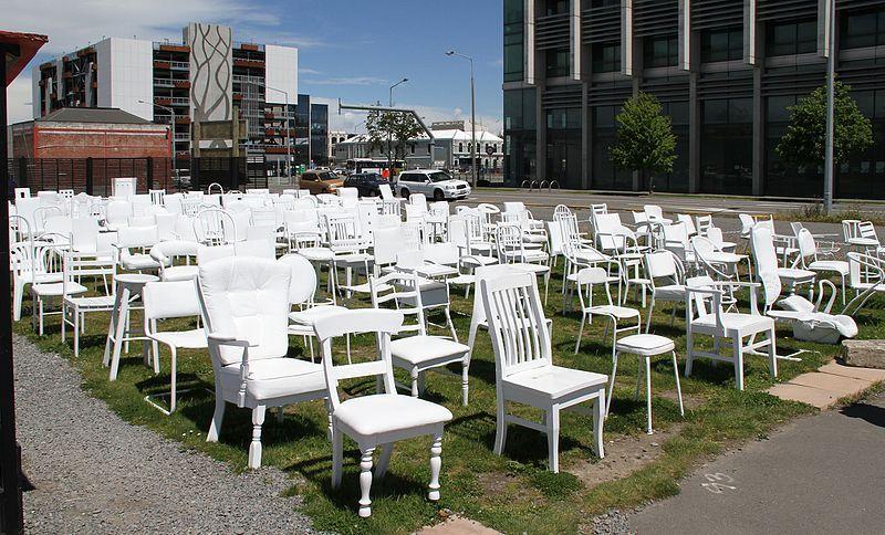 Qué ver en Christchurch: 185 White Empty Chairs Memorial