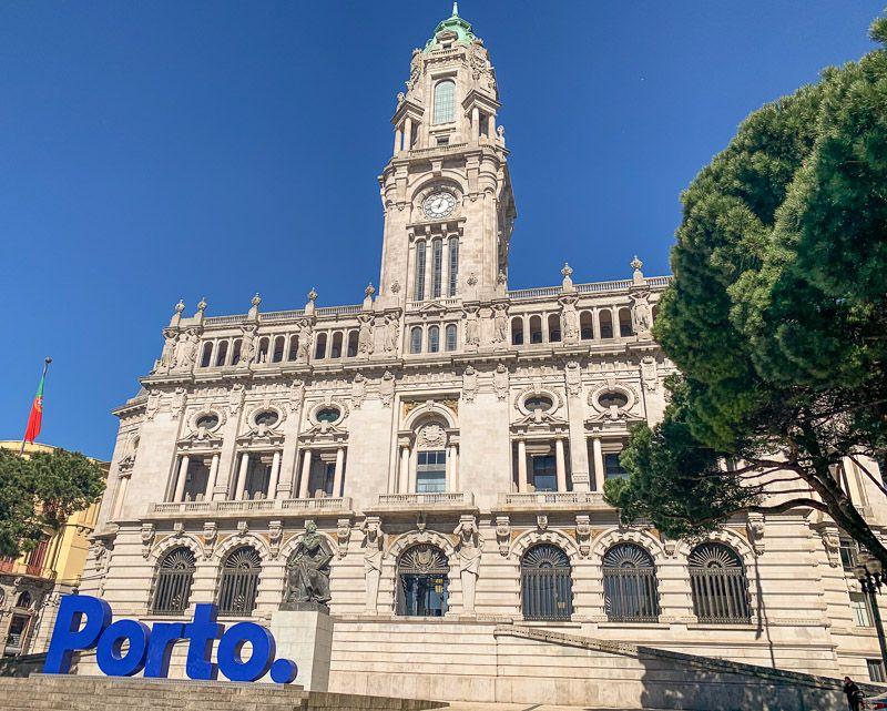 Breve historia de Oporto: el actual ayuntamiento de Oporto - Cómo ir del aeropuerto de Oporto al centro de la ciudad - cómo moverse por Oporto