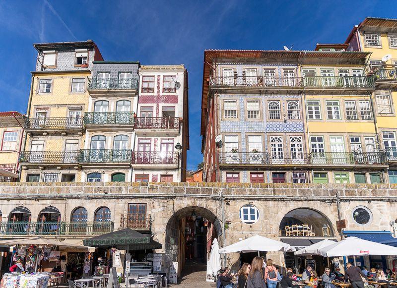 Qué ver en Oporto: Cais de Ribeira - imprescindibles en Oporto - dónde dormir en Oporto