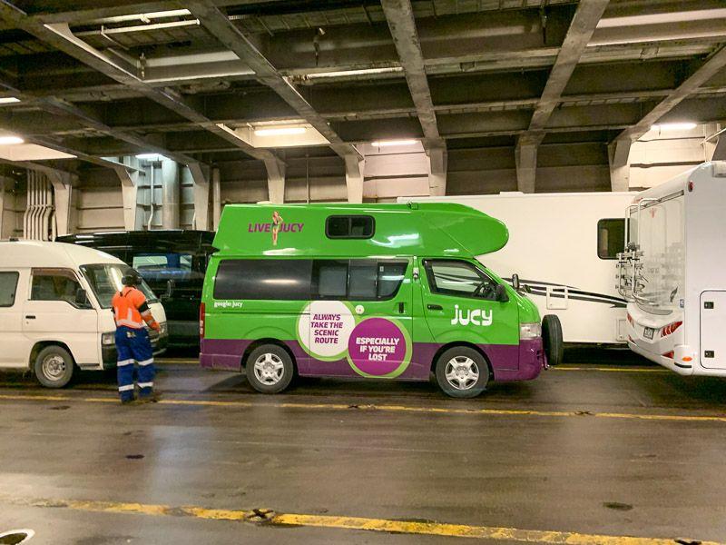 Etapa 15 por NZ de Kaikoura a Wellington: Justina dentro del ferry