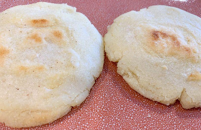 Receta de arepas: masa de arepas cocinada