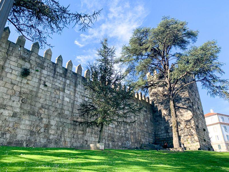Qué ver en Oporto: muralla Fernandina - mejores tours en oporto